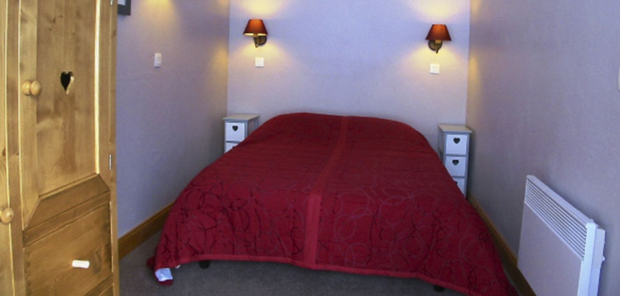 France_valmorel_chalet_valeriane_bedroom 2.jpg